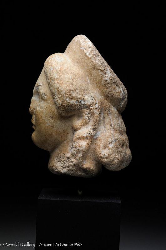Roman marble head a woman, 100 AD