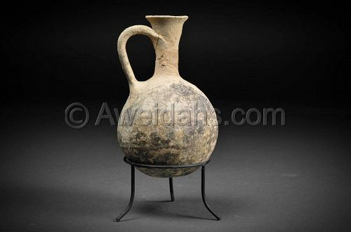Cypro-Phoenician burnished pottery wine pitcher, 900 BC
