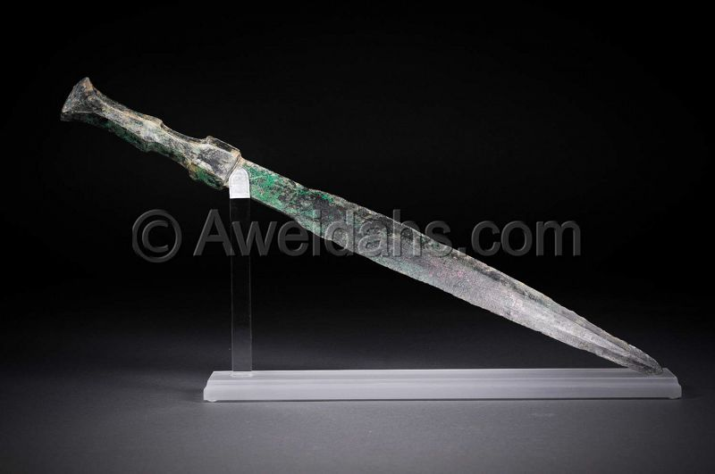 Ancient bronze short sword, 1000 � 800 BC