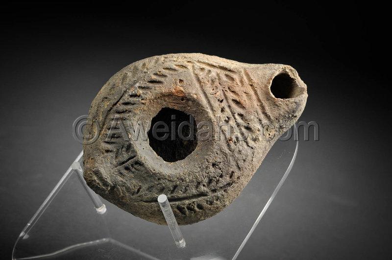 Roman Samaritan decorated oil lamp, 300 AD