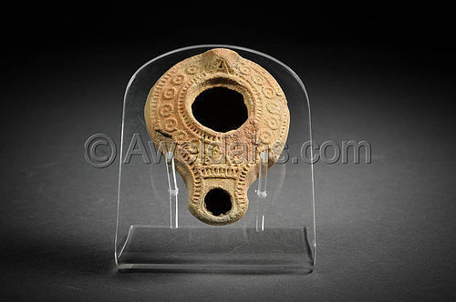 Roman highly decorated terracotta oil lamp, 300 AD