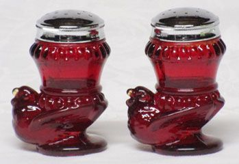 Boyd Glass Red Hen Shakers (pair)