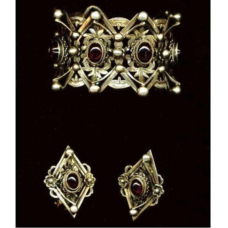 Vintage Peruzzi Garnet Cuff and Earring Set Large