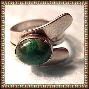 Vintage Signed Modernist Sterling Silver Ring Green Cab