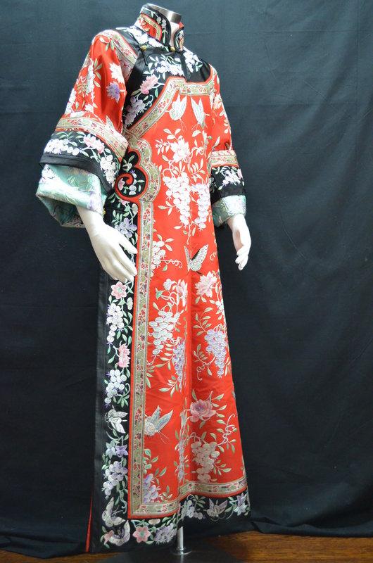 Antique Chinese embroidered silk robe - Manchu Changfu
