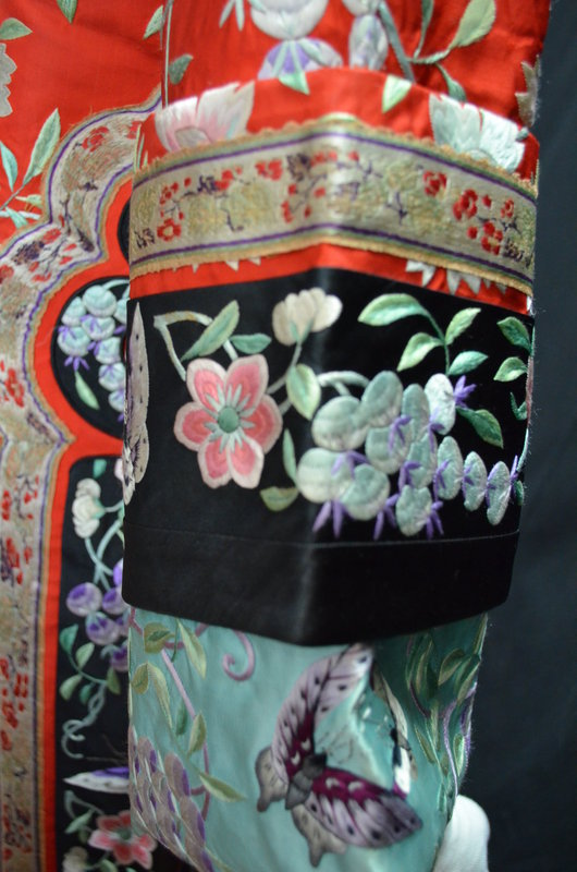 Antique Chinese embroidered silk robe - Manchu Changfu