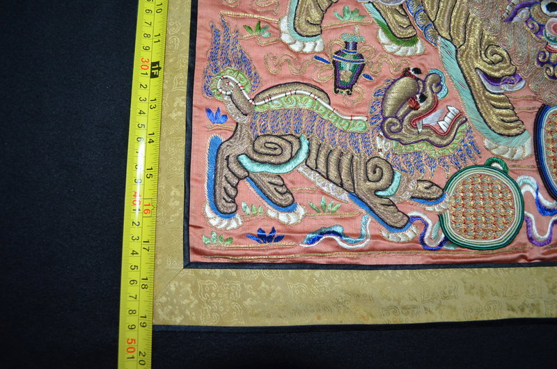 Antique Chinese embroidered silk panel with 2 foo lions