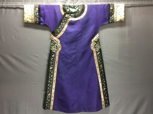 Antique Chinese embroidered Manchu silk robe - 紫�����衬衣 / �衣