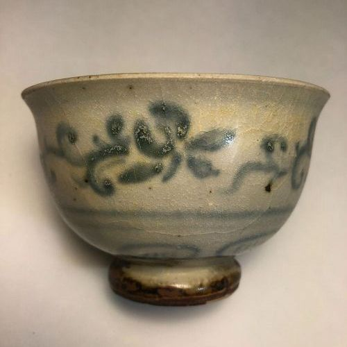 Antique Chinese Cup Ming Dynasty, Underglaze Blue Scrolling Flowers
