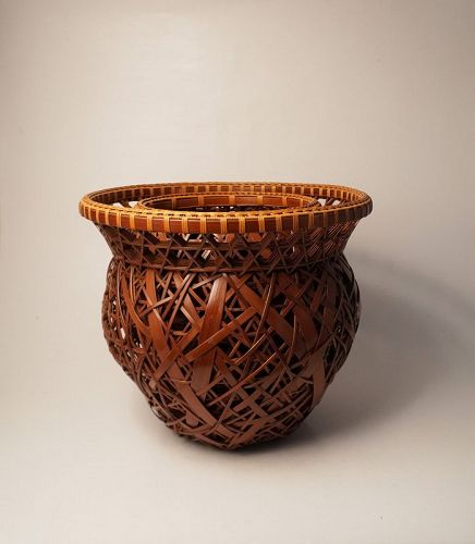 Japanese bamboo basket by Shiraishi Hakuunsai
