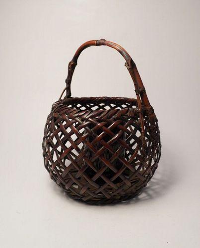 Japanese bamboo basket by Maeda Chikubosai �