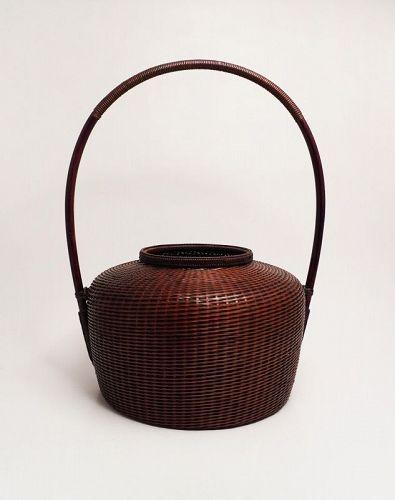 """Japanese bamboo flower basket by Tanabe Chikuunsai � """"Juzan"""""""