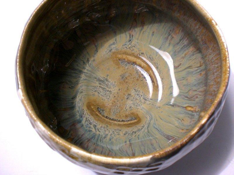 SAFFRON PADDLED TEABOWL WITH POUR SLIP DECORATION (1156