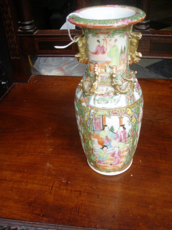 Chinese Porcelain Vase ca 1860 Rose Medallion