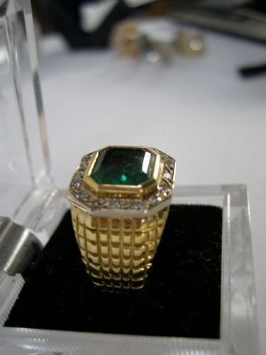 "18K Gold Ring with a 6 karat Colombian Emerald "" INCA"" GIA certificate"