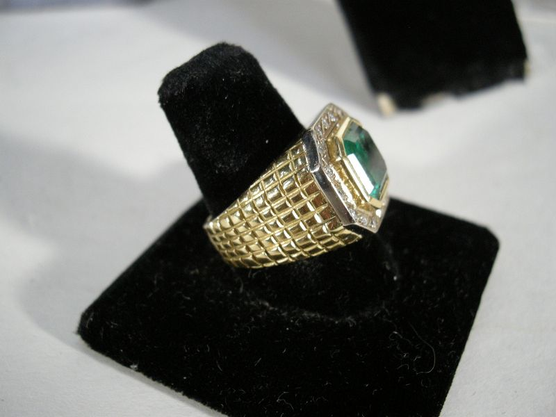 """18K Gold Ring with a 6 karat Colombian Emerald """" INCA"""" GIA certificate"""