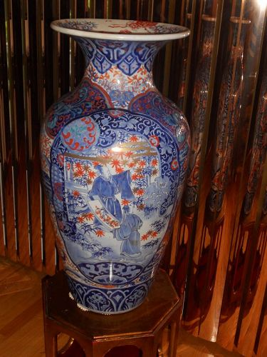 Antique Japanese Imari Palace vase,  large & heavy in good condition.