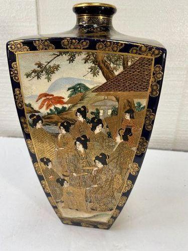 A LARGE ANTIQUE JAPANESE  SATSUMA COBALT BLUE VASE BY ARTIST  HODODA..