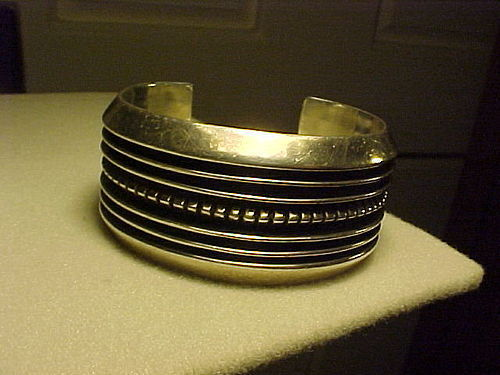 NAVAJO JOHNNY MIKE BEGAY VINTAGE STERLING CUFF
