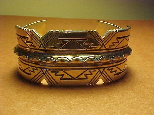 VINTAGE NAVAJO GIBSON NEZ STERLING CUFF PATTERNED AND CHISELED