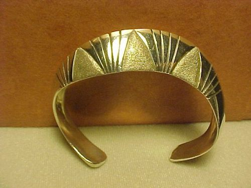 VINTAGE NAVAJO HARVEY BEGAY STERLING BRACELET