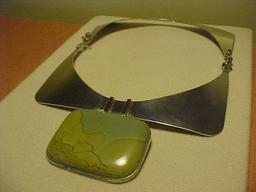 MODERNIST ELEANOR CALDWELL STERLING GOLD NECKLACE WITH PICTURE AGATE