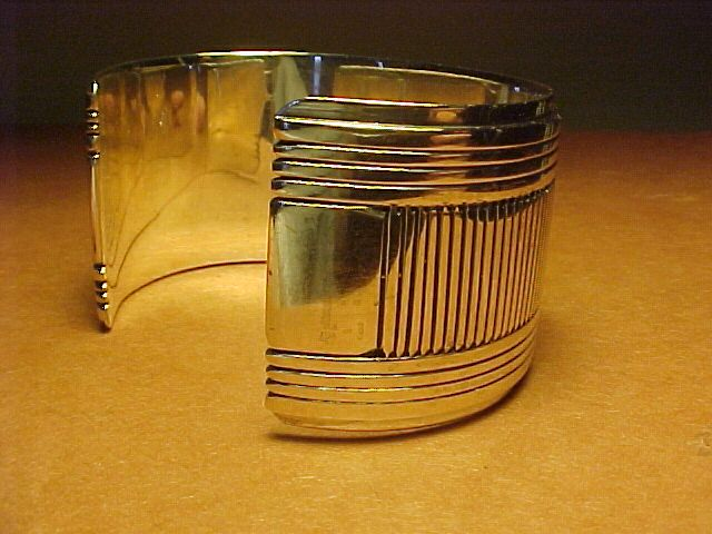 VINTAGE NAVAJO GIBSON NEZ STERLING CUFF WITH CHISELING