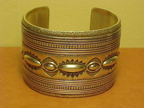 VINTAGE NAVAJO THOMAS CURTIS WIDE HEAVY STERLING BRACELET