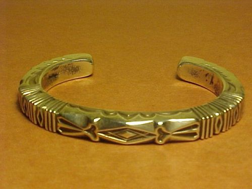 VINTAGE NAVAJO THOMAS CURTIS  THIN STERLING BRACELET