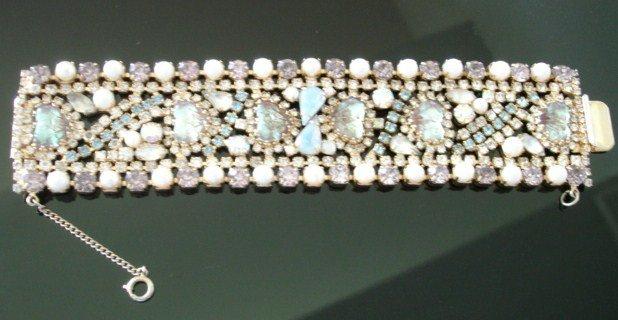 Hobe Saphiret Mayorka Petal Rhinestone Bracelet