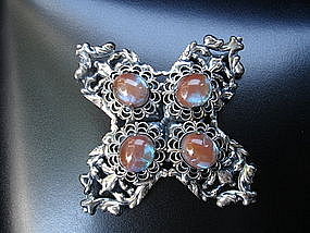 Fabulous SAPHIRET Blue Flash Brooch