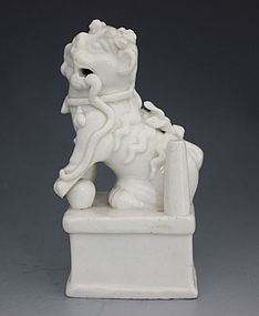CHINESE BLANC DE CHINE DOG OF FO KANGXI L17thC