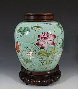 FINE CHINESE TURQUOISE GROUND FAMILLE ROSE JAR 19thC