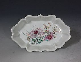 FINE FAMILLE ROSE SPOON TRAY C1730/35