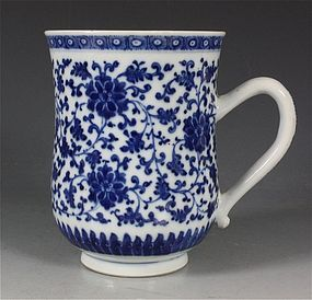 CHINESE MING STYLE BLUE AND WHITE TANKARD QIANLONG 18TH