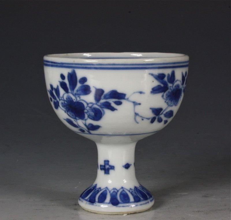 CHINESE BLUE AND WHITE STEMCUP KANGXI C1700
