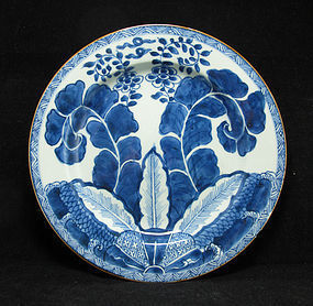 KANGXI BLUE AND WHITE PORCELAIN PLATE, BANANA LEAVES