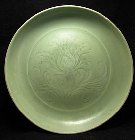 14TH C YUAN / MING LONGQUAN CELADON INCISED DISH