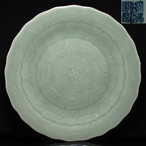 18TH C QIANLONG MARK AND PERIOD CELADON LOTUS DISH