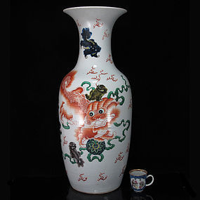19TH C TONGZHI FAMILLE VERTE FLOOR VASE, DATE INSCRIBED