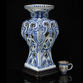 MING WANLI BLUE & WHITE RETICULATED INCENSE STAND VASE