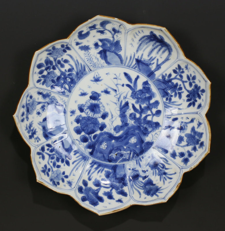 18TH C KANGXI BLUE AND WHITE LOTUS FORM PORCELAIN DISH PLATE n.1