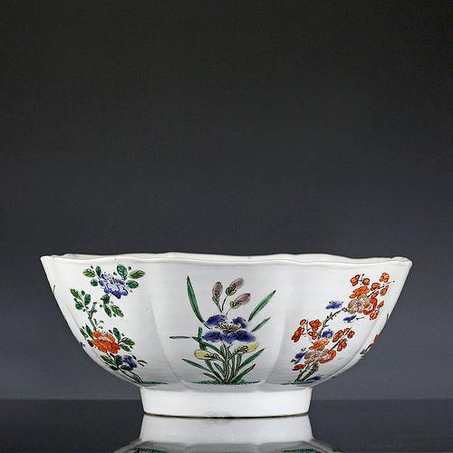 Large 18th c Kangxi Famille Verte / Wucai Lobed Floral Bowl