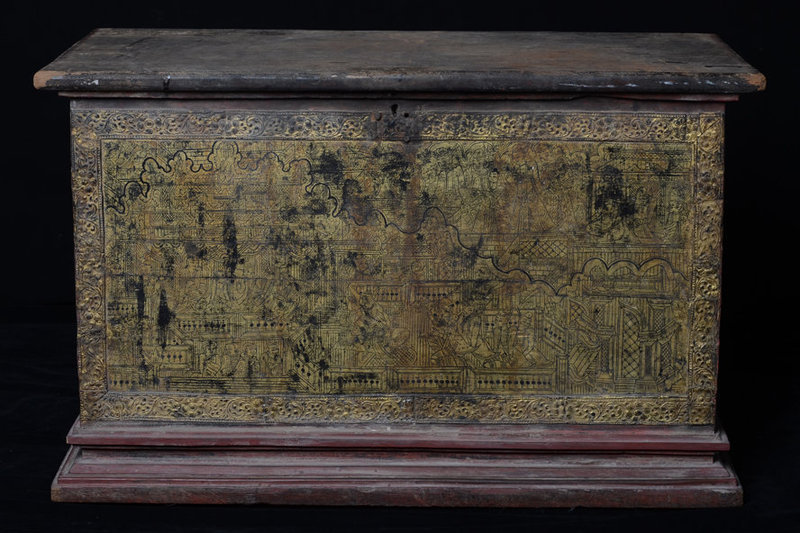 19th C., Mandalay, Burmese Wooden Chest with Gilded Gold
