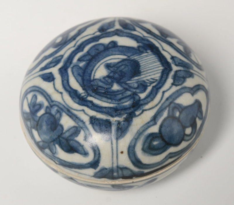 16th Century, Ming, Chinese Porcelain Blue and White Covered Box