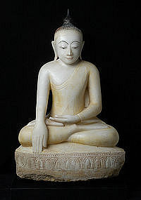 18th Century, Large & Superb Burmese Alabaster Buddha