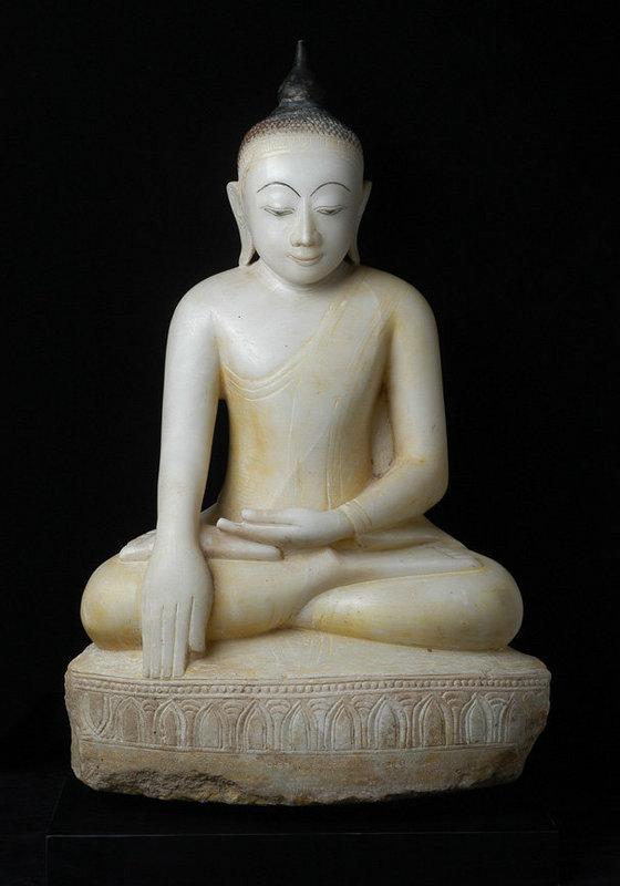 18th Century, Large & Superb Burmese Alabaster Buddha