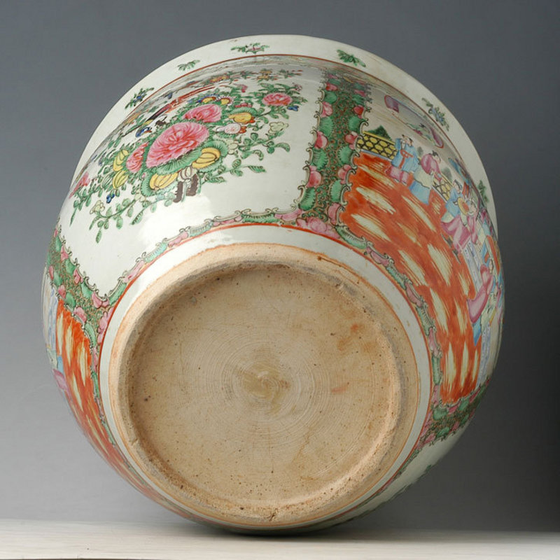 A Chinese Export Rose Medallion Jar