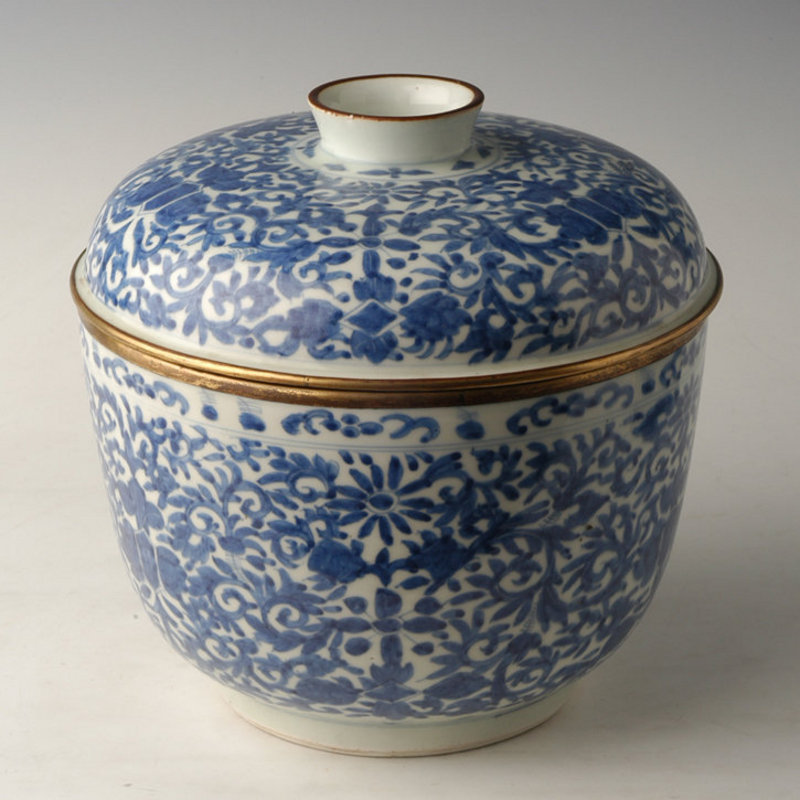 Large Chinese Export Blue and White Covered Bowl