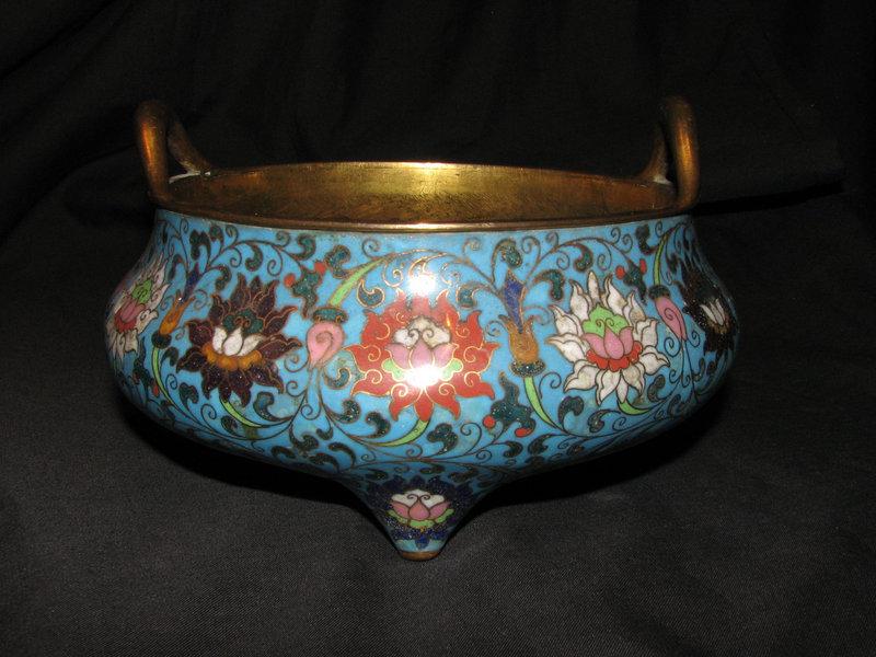 A Chinese cloisonne enamel incense burner.